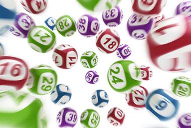en samling med bingoballer
